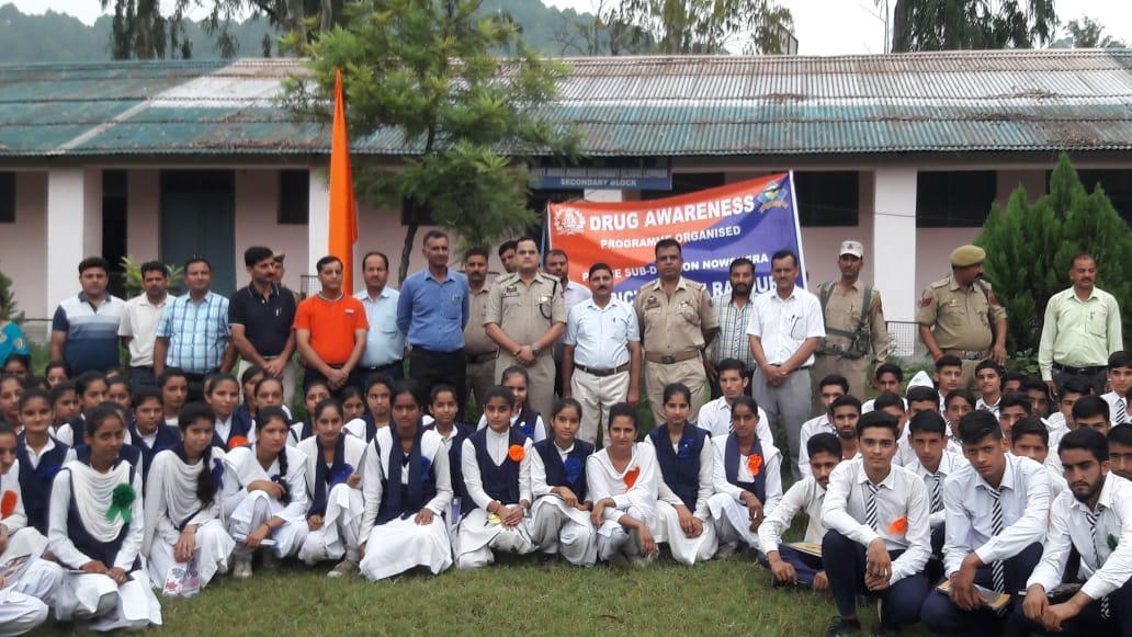 *DISTRICT POLICE OFFICE RAJOURI*  *Awareness lecture on drug abuse held in Lamberi school*