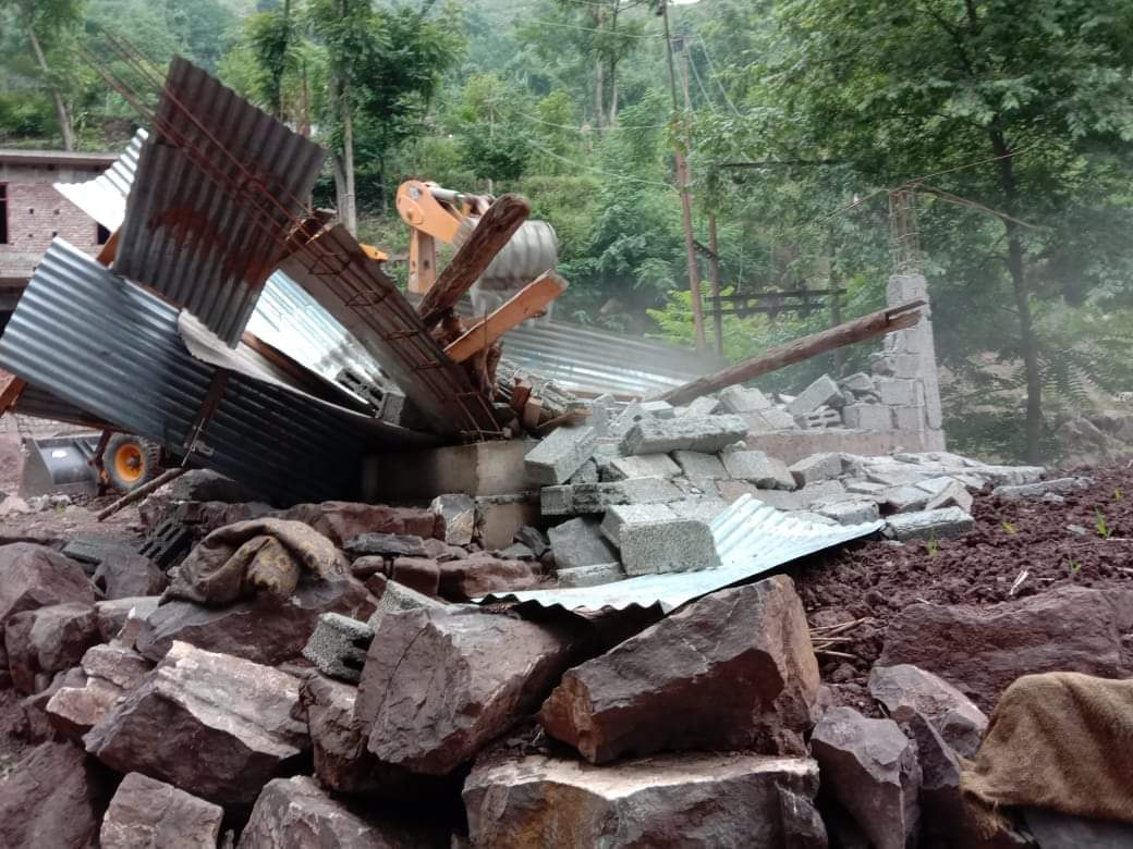 Illegal construction On State land removed by administration at Seri Khawaja