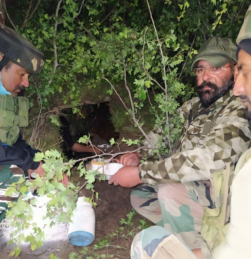*LeT terror module busted in Budgam, 05 terror associates arrested, Hideout destroyed.