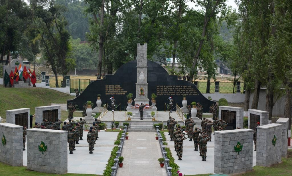 """""""On the 21st Anniversary of Kargil Vijay Diwas, I on behalf of a grateful nation pay homage to the soldiers & martyrs of the Kargil War. We remember the gallant soldiers, rejoice in their victory & rededicate ourselves to the service of our great nation"""" – Chinar Corps Cdr Kashmir"""