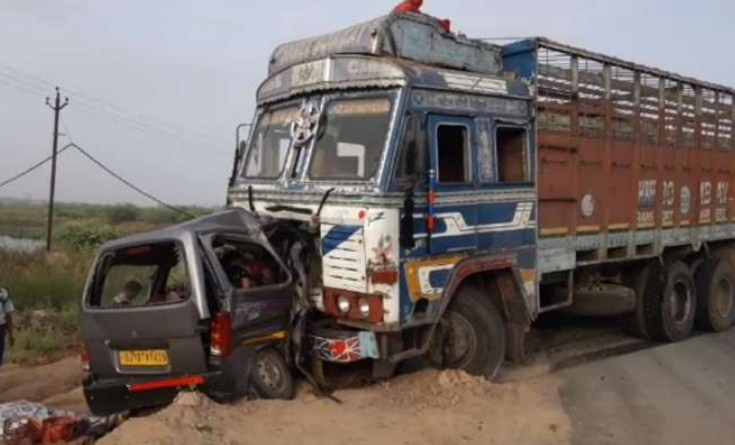 10 killed in car-truck collision in Gujarat's Anand district