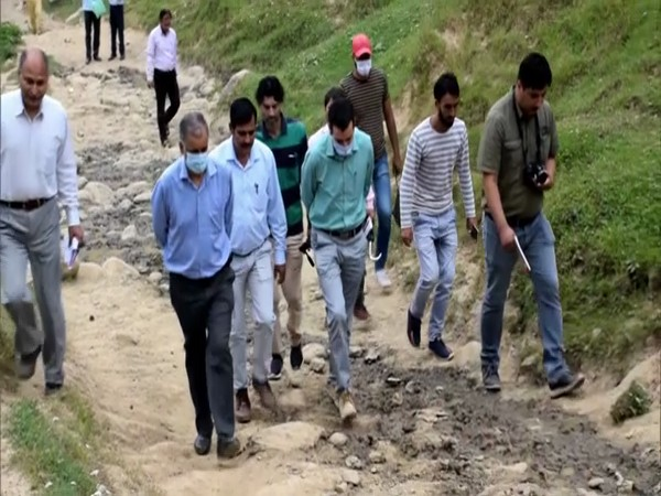 Two lecturers claim discovering gigantic fossil site in J-K's Kulgam