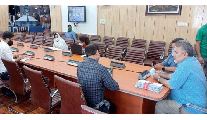 Dr Samoon discusses skill development action plans with DCs of Jammu division